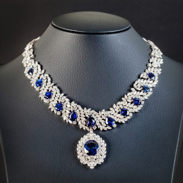 Diamond necklace with sapphires
