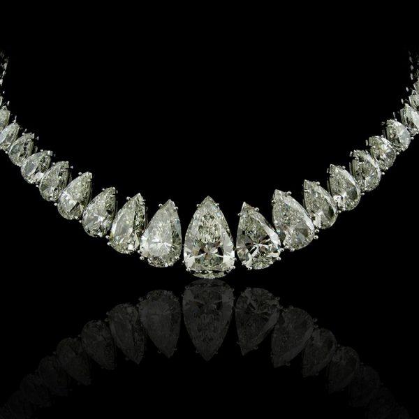 Pear Diamonds Necklace